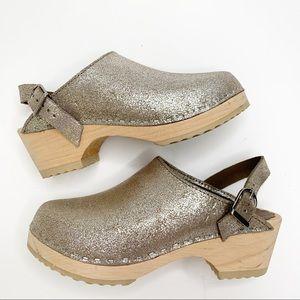 Hanna Anderson gold sparkle clogs size 34 eu 1us